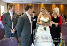 registry wedding becky graham s wedding at witney registry office nordicpics