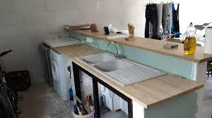 poser plan de travail cuisine fixer plan de travail cuisine avec plan de travail fixer sur muret