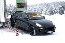 Porsche Macan Facelift - porsche macan baby cayenne spied in the snow photos 1 of 9