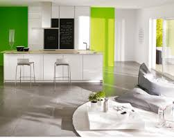 cuisine mur noir tabouret carré blanc rembourré comptoir de cuisine élégant et poli