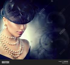 girl with pearl necklace images Girl with pearl necklace la necklace jpg