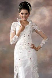 wedding dress jakarta jakarta fashion week kebaya modern to traditional wedding dress