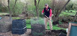 Backyard Composter How To Compost Mcr Green Living