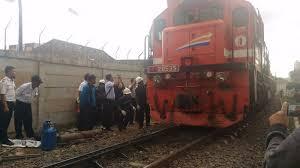 Kereta Api Kereta Api Babaranjang Anjlok Di Perlintasan Ini Kata Pt