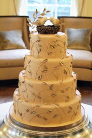 love the incorporation of leaves for this love bird cake wedding