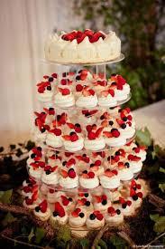 dessert mariage gâteau de mariage penché 30 idées de gâteaux de mariage