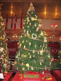 Outdoor Christmas Decorations Europe by Best 25 Pictures Of Christmas Trees Ideas On Pinterest Xmas