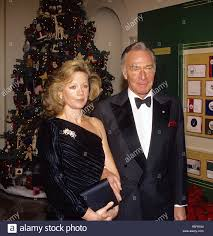 washington dc usa 6th december 1992 christopher plummer and