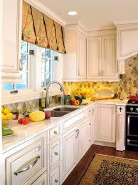 Kitchen With Cream Cabinets by Kitchen Style Kitchen Backsplash Ideas With Cream Cabinets Beach