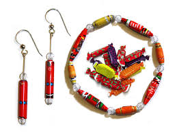 Halloween Jewelry Crafts - recycle halloween candy wrappers into colorful eco jewelr diy