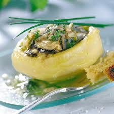 cuisiner les fonds d artichauts recette huîtres tièdes sur fond d artichauts cuisine madame figaro