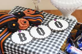 halloween candy cake gift giving diy halloween candy box confettistyle