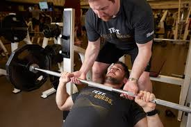 Bench Without A Spotter A Risky Weightlifting Courtesy Spotting For A Bench Press Wsj