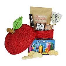 new york gift baskets new york themed gifts welcome to the big apple chelsea market
