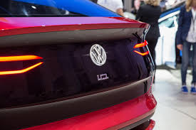 volkswagen u0027s id crozz looks electrifying in red cnet page 25
