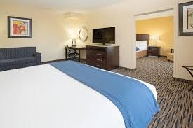 hotels with 2 bedroom suites in denver co queen bedroom through doorless entry two room king guestroom