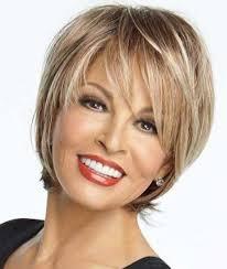 coupes cheveux courts les 25 meilleures idées de la catégorie coiffure femme 50 ans sur