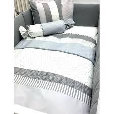 oignon dans la chambre oignon chambre bebe la libellule gris et blanche literie literie