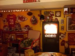 lots of decorating tips for your next chiefs room arrowhead pride