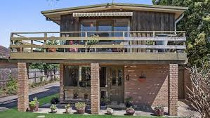 1970s beach house in tootgarook sells for 700k as melbourne