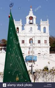 Muslim Flag A Muslim Flag In Front Of Pajim Church Goa India Stock Photo