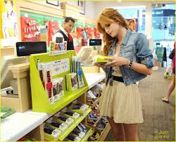 halloween stores culver city bella thorne poison ivy for halloween photo 498988 photo