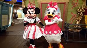 minnie mouse and daisy duck in christmas meet at mickey u0027s