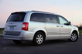 2011 chrysler town u0026 country touring autoblog