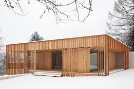 Suche Eigenheim Haus Im Park Außenansicht Mit Beton Und Holz Architektur