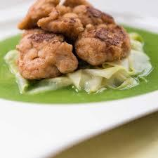 cuisiner le ris de veau ris de veau poêlés concombre chaud et beurre de persil de stelio