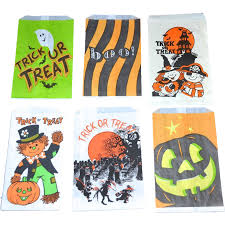 halloween bags for trick or treating set of 6 halloween candy trick or treat paper bags from