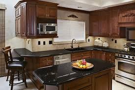 peinture pour element de cuisine meuble de cuisine couleur peinture framboise peinture de