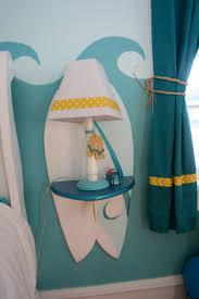 wohnraum wandgestaltung wandgestaltung im jugendzimmer wellenmuster und surfbrett deko