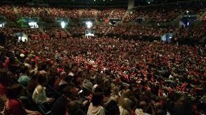 thousands of liverpool fans watching in echo arena granada itv