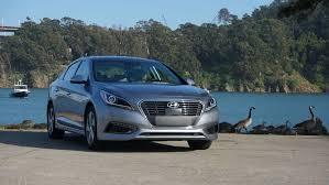 hyundai sonata hybrid reviews 2016 hyundai sonata hybrid review roadshow