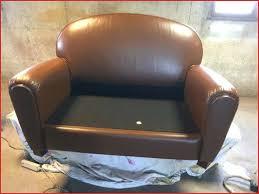 rénover canapé comment rénover un canapé en cuir craquelé comme référence