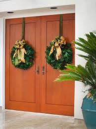 Christmas Wreath Decorating Ideas Photos 25 beautiful christmas wreaths and garlands winter door