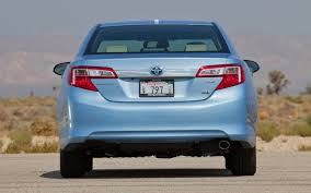 how does the toyota camry hybrid work 2012 toyota camry hybrid xle test motor trend