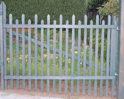 Types Of Fencing For Gardens - hardscaping 101 picket fence the o u0027jays chic and vegetables