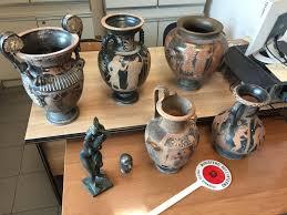 vasi etruschi traffico di falsi reperti etruschi le foto sequestro della