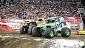 Monster Jam 2 4 2012 Tampa Fl Grave Digger Vs Maximum Destruction