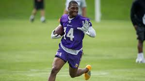 former terrapin stefon diggs trying to start a shorts trend