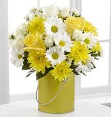 Daisy Centerpiece Ideas by Wedding Centerpieces With Tulips And Daisies Centerpiece Ideas