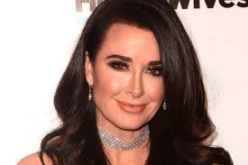 kyle richards needs to cut her hair kyle richards beauty tips celebrity makeup dailybeauty the