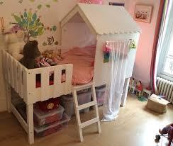 chambre enfant cabane le lit enfant cabane swam de betty et de caroline