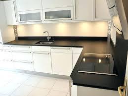pose plinthe cuisine plinthes de cuisine plinthe sous meuble cuisine lumiere sous meuble