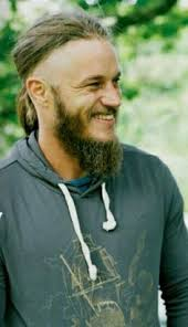 what is going on with travis fimmels hair in vikings travis fimmel hot guys 3 pinterest travis fimmel ragnar