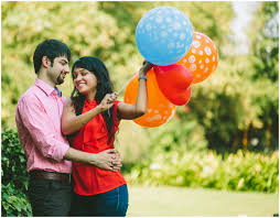 ahmedabad best candid prewedding photography colorful balloons