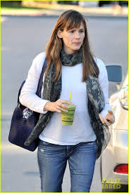 last minute thanksgiving jennifer garner does her last minute thanksgiving shopping photo