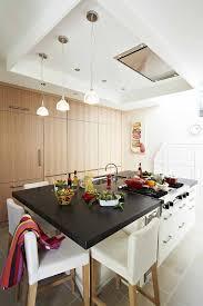 hotte de cuisine novy cuisine minimaliste ilot central polyvalent mur de rangement